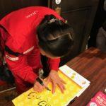 3月6日、本社の向えにある開港記念会館で【美しい港町横濱をつくる会】主催の 講演会にいってきました。講師として、羽田空港の清掃をしている新津春子さんが来る との事だったので、是非話を聞きたいとの思いもあっての参加でした。 羽田空港は(世界一綺麗な空港)として何度も受賞している為、TVやマスコミに 新津さんが取り上げられているので清掃関係者であればご存じの方も多い有名な方です。 講演の内容はご本人の生い立ちから、なぜ清掃を始めたか?なぜ羽田空港を綺麗な空港に 出来たか?等をお話しされました。 ご本人の生い立ちは有名な話なので詳しく書きませんが中国残留日本人孤児二世と言う事で、高校生の頃日本に移り住んだときは言葉や環境の違いで苦労があったみたいですね。 清掃を始めたきっかけは言葉が分からなくても出来るという理由だったそうです。 入社した会社の上司がかなり出来た方で新津さんの事をよく理解し、色々とアドバイスを もらい現在があるといった内容でした。 ちなみに新津さんは書籍もいくつか出されていて、私と一緒に行った西山君も子供用にお掃除の絵本を購入してきました。(写真はその時の物です) ※自分も同じものを買いました、もちろん自腹です(笑) 講演を聞いた感想としては誰かが見ていてくれる・・誰かが認めてくれると 仕事にやりがいを感じ、つづけられると言う事を感じました。